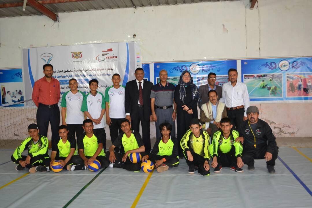 Photo of بدعم من صندوق التضامن لغرب آسيا ، اللجنة البارالمبية اليمنية تنظّم دورة تدريبية بالكرة الطائرة وكرة الهدف.
